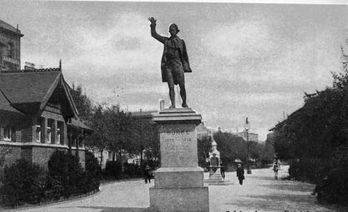 edmund-burke-statue
