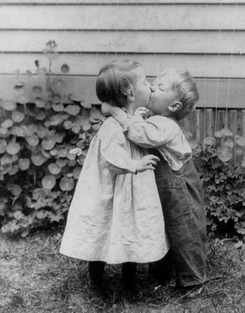 Girl   Love on Little Boy And Girl Kissing