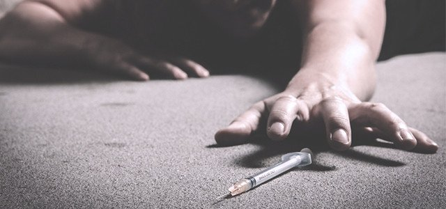 recovery-shutter297079967-woman-grabbing-syring-of-heroin-640x300
